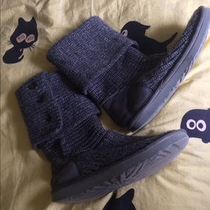 Classic Ugg Gray Knit Boots size 8